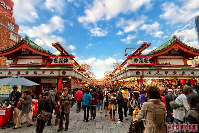 Phố mua sắm Nakamise cổ nhất Nhật Bản